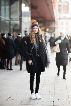 winter outfit - colorblock beanie worn with winter coat + white sneakers