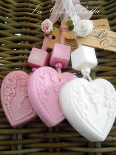 hearts of soap Soap On A Rope, Savon Soap, Soap Carving, Soap Shop, Soap Favors, Soap Packaging, Soap Molds, Soap Recipes, Home Made Soap