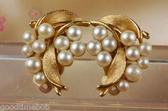 Lisner Signed Gold Plated Faux Pearl Clip On Earrings 50's. Estate Sale | eBay