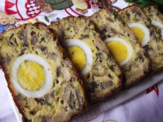 Drob de ciuperci | CAIETUL CU RETETE Easter Recipes, My Recipes, Cooking Recipes, Healthy Recipes, European Dishes, Romanian Food, Main Dishes, Easy Meals, Good Food