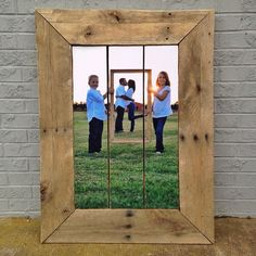 It's a picture in a picture on a pallet.   Creative concepts turned to life.
