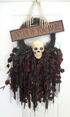 Creepy Skull Wreath #spookyspaces