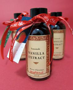 Homemade Vanilla Extract - only 2 ingredients! Makes a great gift too!