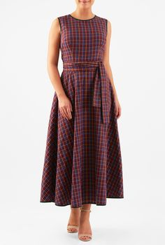 Our reversible cotton check dress with contrast piped trim is styled with a surplice back and cinched in with attached half-ties at the seamed waist. Modest Dresses, Casual Dresses, Fashion Dresses, Women's Fashion, Frock Dress, Maxi Wrap Dress, Cotton Frocks, Cotton Dresses, Frock For Women