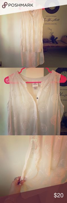 SHEER WHITE LONG TUNIC STYLE TANK TOP! EUC!! Super cute with short shorts, leggings or skinny jeans !! It's much shorter in the front and the back comes down way longer. Very stylish and super cute on!! This is sheer with a circle/Aztec like design stitched all over top! Knox Rose Tops Tank Tops