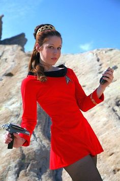 31 amazing pics of cosplayer Victoria Schmidt as Leia, Supergirl and more! Star Trek 4, Star Trek Crew, Geek Girl Fashion, Girl Fashion Style, Schmidt, Supergirl, Star Trek Cosplay, American Cartoons, Red Costume