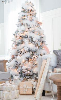 Rose Gold Christmas Tree, Elegant Christmas Trees, Decoration Christmas, Christmas Tree Design, Christmas Room, Christmas Tree Themes, Beautiful Christmas, Champagne Christmas Tree, Flocked Christmas Trees Decorated