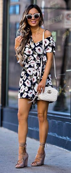 trendy summer outfit: white bag + printed jumpsuit