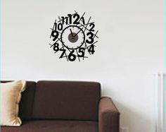 Reloj decorativo adhesivo formado por mecanismo + una pegatina. Ideal para salones y comedores.