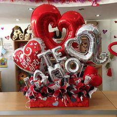 Te amo ❤️ + Ping Pong + Pirulin = Regalo Perfecto #JoliandGift Balloon Box, Balloon Display, Balloon Gift, Helium Balloons, Balloon Bouquet, Valentines Balloons, Birthday Balloons, Valentine Baskets, Valentine Day Gifts