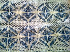 Lindo bordado vagonite encontrado en la web Swedish Embroidery, Diy Embroidery, Cross Stitch Embroidery, Embroidery Patterns, Cross Stitch Patterns, Swedish Weaving Patterns, Chicken Scratch Embroidery, Monks Cloth, Applique Quilts