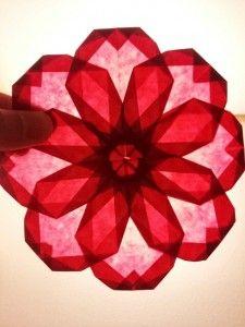 ハイビスカスの折り方(ひかりとり紙/トランスパレントスター/折り紙/花/簡単) | うっとりがみ/おりがみサンキャッチャーを作ろう!