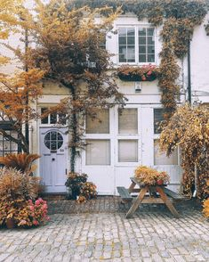 Feeling all the fall feels? Kick your autumn inspiration into high gear by sneaking a peek at a few of our favorite fall-inspired front porches. Interior Exterior, Exterior Design, Sweet Home, House Goals, Autumn Home, Humble Abode, Autumn Inspiration, Porch Decorating, Decorating Ideas