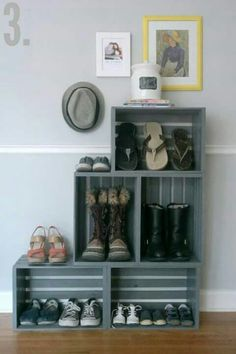 to make a bookshelf Milk crate furniture ideas - mudroom solution until we actually get a mudroom?Milk crate furniture ideas - mudroom solution until we actually get a mudroom? Milk Crate Furniture, Diy Furniture, Furniture Storage, Refurbishing Furniture, Modular Furniture, Design Furniture, Luxury Furniture, Bedroom Furniture, Diy Shoe Rack