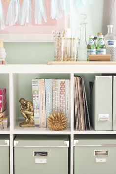 Expedit styling @Hannah Darphin how crazy is that?! i just ordered the same book end!