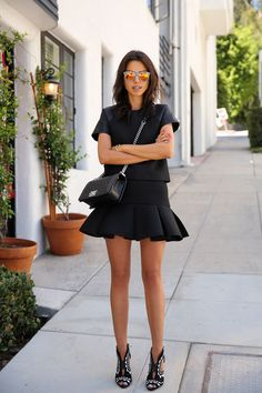 Mini skirts are like a timeless classic and they can never really go out of style. They may seem a little bit tricky to be styled. Net Fashion, I Love Fashion, Fashion Week, Star Fashion, Passion For Fashion, Womens Fashion, Fashion Details, Street Fashion, Streetwear