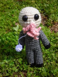 Doctor Who stuff (pic heavy) - CROCHET - Some Doctor Who amigurumis I made for the Doctor Who swap and for a personal swap. I changed up my original design for the Doctor a little and I Craft Patterns, Crochet Patterns, Crochet Ideas, Doctor Who Crochet, Doctor Who Craft, Amigurumi For Beginners, Amigurumi Doll, Crochet Projects, Dinosaur Stuffed Animal