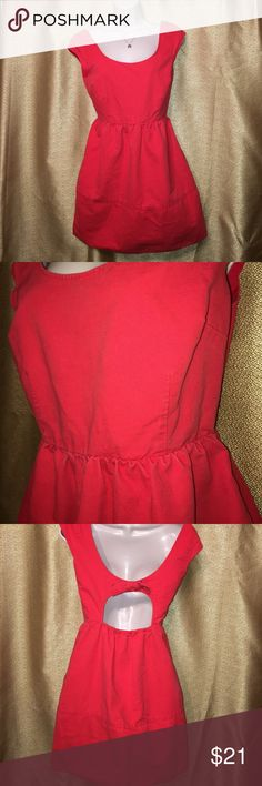 American Eagle Red Dress Dress has a side zipper and pockets. Has an open back and a bow! American Eagle Outfitters Dresses Midi