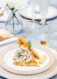 Toast with marinated salmon - Clean Eating Snacks Quick Recipes, Summer Recipes, Pain Au Levain, Marinated Salmon, Toast, Swedish Recipes, Exotic Food, Skagen, Brunch Buffet