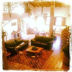 Vários ambientes, sala de estar, lareira. Móveis de qualidade, peças assinadas e muito mais. Aproveite essa oportunidade! agende sua visita www.recantovillasaojoao.com 75 3332 5071 / 9810 1596