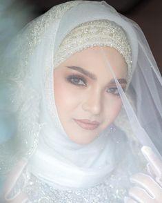 Image may contain: 1 person, wedding and closeup Bridal Hijab, Muslim Brides, Allah Islam, Hijabs, Beautiful Bride, Lehenga, Sexy, Kids, Hair