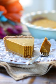 Vegan Pumpkin Pie 32 Vegan Recipes That Are Perfect For Thanksgiving Gluten Free Pumpkin Pie, Vegan Pumpkin Pie, Pumpkin Pie Recipes, Baked Pumpkin, Pumkin Pie, Healthy Pumpkin, Pumpkin Dessert, Pumpkin Cheesecake, Almond Recipes