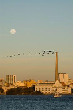 Porto Alegre -Brasil. Usina do Gasômetro, vista do Lago Guaíba. Administrada pela Prefeitura, conta com espaços de manifestações artísticas. Site: http://www2.portoalegre.rs.gov.br/smc/default.php?reg=7&p_secao=19