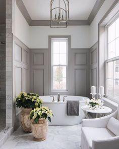 Bad Inspiration, Travel Inspiration, Bathroom Interior Design, Classic Bathroom Design Ideas, Traditional Bathroom Design Ideas, Grey Traditional Bathrooms, Ikea Interior, Grey Interior Design, Restroom Design