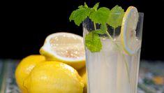 Brødrene Price i TV-serien Munter mat gir deg oppskriften på hjemmelaget limonade. Lime, Fruit, Drinks, Food, Lemonade, Meal, The Fruit, Eten, Drink