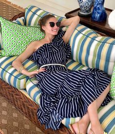 Olivia's clothes and outfits. Find out where to buy the exact clothes Olivia Palermo wore. Estilo Olivia Palermo, Olivia Palermo Lookbook, Olivia Palermo Style, Celebrity Outfits, Celebrity Style, Star Fashion, Girl Fashion, Versace Fashion, Love Her Style