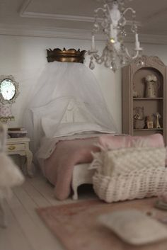 la casa di lu: marzo 2012 - shabby chic bedroom - an Italian blog well worth a look at the wonderful dollhouse this is in.