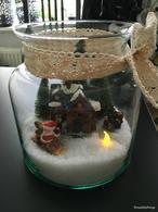 DIY-Kerst: Kerst in een vaas. Klik op: https://kimsdailythings.wordpress.com/2015/12/19/diy-3-x-kerstdecoratie/ om te bekijken hoe je deze DIY maakt.