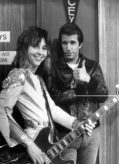 Leather Tuscadero and the Fonz! The Fonz o yes ! Happy Days Tv Show, Sean Leonard, Ed Vedder, Mejores Series Tv, The Fonz, Non Plus Ultra, Cinema, Blues, Old Shows