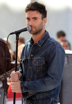 Maroon 5 and Mary J Blige perform