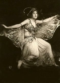Phyllis Monkman in Butterflies 1908 Vintage Burlesque, Vintage Circus, Vintage Pictures, Vintage Images, Vintage Beauty, Vintage Fashion, Retro, Vintage Fairies, Vintage Mode