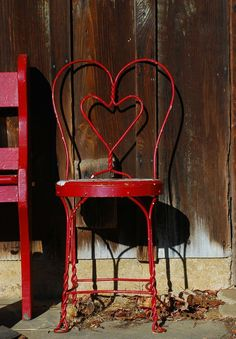 ❤ Shabby Chic Vintage Metal Chair with Heart-shaped Back . Red Cottage, I Love Heart, Take A Seat, Love Symbols, Heart Art, Shades Of Red, My Favorite Color, Heart Shapes, Red And White