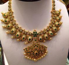 Uncut Mango Necklace and Nakshi Balls Mala - Indian Jewellery Designs Mango Mala Jewellery, Temple Jewellery, Emerald Jewelry, Gold Jewelry, Gold Necklaces, Diamond Jewelry, Fine Jewelry, Mango Necklace, Necklace Designs