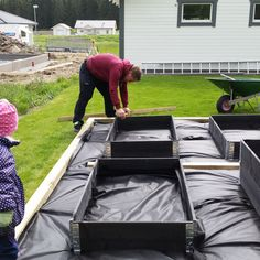 Raised Vegetable Garden Beds Can Be A Great Gardening Option – Handy Garden Wizard Building A Raised Garden, Raised Garden Beds, Raised Beds, Vegetable Garden Design, Garden Boxes, Dream Garden, Garden Projects, Backyard Landscaping, Outdoor Gardens