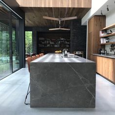 If you're considering a kitchen makeover but don't think you have enough space to work with, then this article can be particularly useful to you. We've prepared 10 tips that will make your small kitchen look bigger and more spacious. Best Kitchen Designs, Modern Kitchen Design, Interior Design Kitchen, Home Decor Kitchen, New Kitchen, Loft Kitchen, Kitchen Layout, Kitchen Island, Cuisines Design