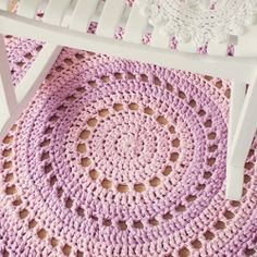Make this gorgeous mandala crochet rug for your home with this step-by-step tutorial.