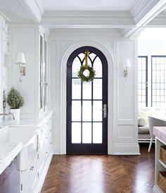 12 Reasons To Paint Your Window Frames Black — Blue Door Living Estilo Hampton, Black Window Frames, Sweet Home, Interior And Exterior, Interior Design, Interior Doors, Atlanta Homes, Up House, Design Case