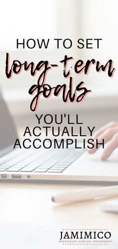 Ever set a long-term goal only to forget about it? Or maybe you remember your goal, but don't really do anything to accomplish it. Click through for a step-by-step guide to setting long-term goals you'll actually accomplish! how to set long-term goals Career Planning, Career Goals, Life Goals, Career Advice, School Goals, Life Advice, 10 Year Plan, Short Term Goals, New Year Goals