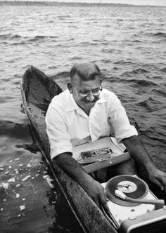 marine record player ( fantastic prehistoric canoe by the way ! Vinyl Record Player, Record Players, Vinyl Records, Music Love, Music Is Life, Pub Radio, Radios, Message Vocal, Vinyl Record Collection