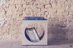 CubO' e' un portariviste realizzato con cartone alveolare rivestito in superficie con dei vecchi spartiti musicali ingialliti dal tempo che gli conferiscono un fascino vintage che pero' si adatta ad arredare case moderne con un tocco di originalita'. #potlab #libreria #portariviste #diy #cartone #designvintage #interiordesign #vintagestuff #contenitore #arredamentovintage