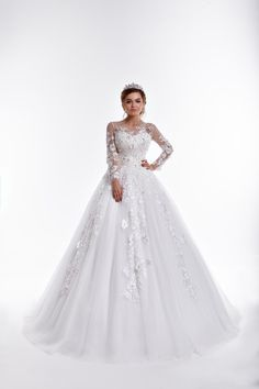 JASMINE Princess dress of lace and tulle with long sleeves and train