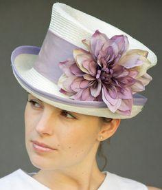 Cream Straw Victorian English Riding Hat. Wedding por AwardDesign
