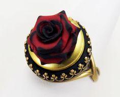 Gothic Jewelry Black Tip Red Rose Locket Ring Gothic Rings, Gothic Jewelry, Antique Jewelry, Style Vintage, Vintage Rings, Vintage Fashion, Jewelry Show, Rose Jewelry, Engraved Locket