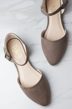 PinkBlush - Where Fashion Meets Motherhood Fancy Shoes, Cute Shoes, Cute Flats, Ankle Strap Flats, Ankle Straps, Fashion Heels, Look Fashion, Wedge Shoes, Shoes Heels