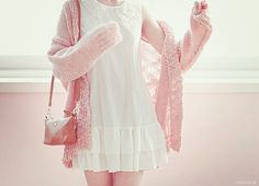 Very cute, sweet, and simple look with the white dress and pastel pink cardigan with the long shoulder purse.