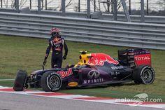 Daniil Kvyat, Red Bull Racing RB11 crashed out of the race